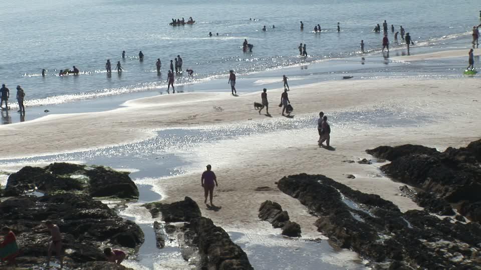 529659839-marea-baja-tomar-sol-caminata-vista-al-mar